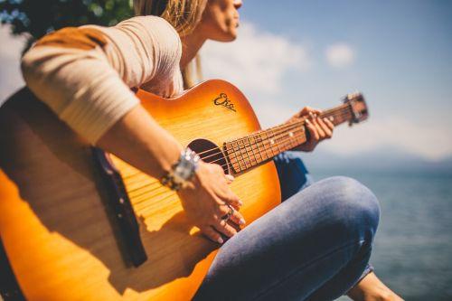 Débuter à la guitare : nos quelques conseils